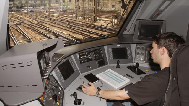 Malgré l'afflux de candidats pour devenir conducteur de trains, la SNCF peine à pourvoir ses besoins en main d'oeuvre.