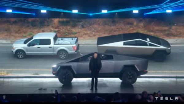 La comparaison avec un Ford F-150 en taille classique.