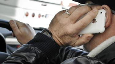 30% des conducteurs reconnaissent utiliser régulièrement leur téléphone au volant.