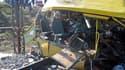 Une collision entre un car et un train de marchandises près de la ville industrielle de Marhanets, dans l'est de l'Ukraine, a fait 43 morts, dont trois garçons âgés de sept à 15 ans. /Photo prise le 12 octobre 2010/REUTERS/Pool