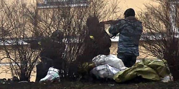 La police tire sur les manifestants avec des armes automatiques, capture d'une vidéo d'un journaliste de l'AFP.