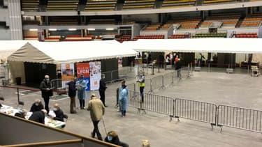 Le Palais des sports de Gerland à Lyon accueille un centre de vaccination depuis ce jeudi.