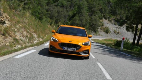 """Cette couleur exclusive à la ST, """"Orange Fury"""", contribue à l'ADN sportif voulu pour ce modèle."""