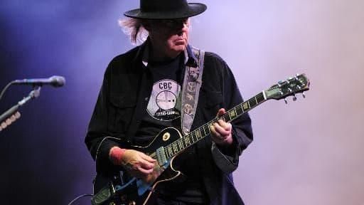 Le rockeur canadien Neil Young en concert lors du festival des Vieilles Charrues, le 20 juillet 2013.