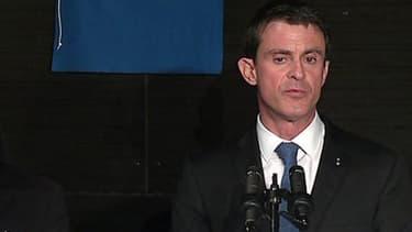 Manuel Valls lors de l'inauguration d'un commissariat à Evry le 8 janvier 2016.