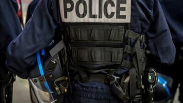Un policier a été hospitalisé dans un état grave après avoir été renversé par le conducteur d'une voiture dans la nuit de mardi à mercredi à Savigny-sur-Orge (Essonne)