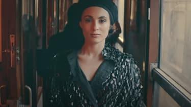 "Barbara Pravi dans le clip ""Voilà"""