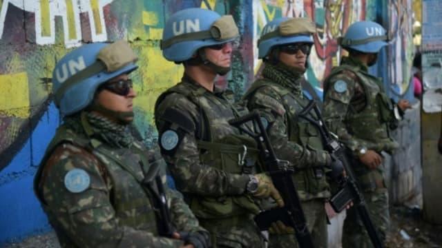 Des soldats brésiliens membres de la mission de l'ONU Minustah à Haïti, le 27 mars 2017 à Port-au-Prince.