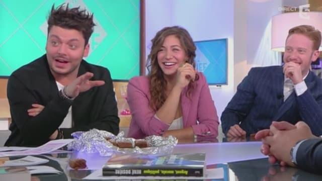 """Kev Adams, Manon Azem et Côme Levin, les acteurs de """"Gangsterdam"""", sur le plateau de """"C à vous"""" jeudi."""