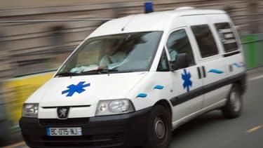 Les secours sont intervenus vendredi soir à Ivry après la chute d'un couple du 3e étage d'un immeuble.
