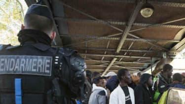 Le camp devrait permettre d'accueillir les migrants qui se réfugient sous les stations de métro parisiennes, comme ici à Stalingrad.