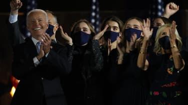 Joe Biden entouré de sa famille, le 7 novembre 2020.