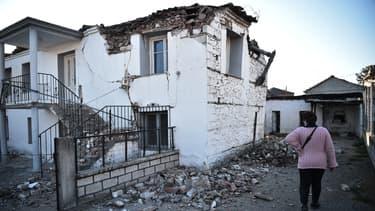 Une maison endommagée dans le village de Mesohori, près de la ville de Tyrnavos, après qu'un fort tremblement de terre de magnitude 6,3 a frappé la région centrale grecque de Thessalie le 3 mars 2021. (Photo d'illustration)