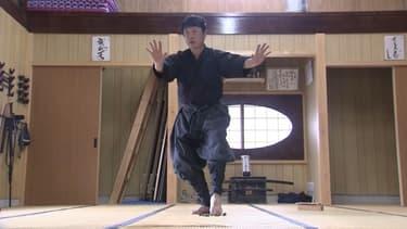 Un véritable ninja enseigne son art au cœur du Japon