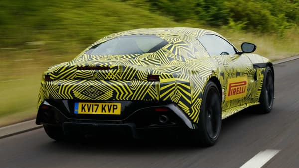 "La Vantage actuelle mesure environ 4,40 mètres, c'est la ""petite"" Aston Martin."