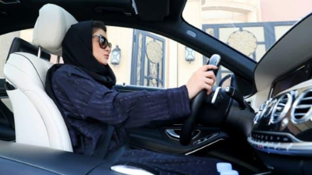 Une Saoudienne s'entraîne à la conduite automobile, le 29 avril 2018 à Ryad -