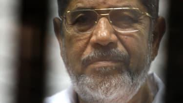 Photo de Mohamed Morsi, datant du 9 mai 2014, lors de son procès