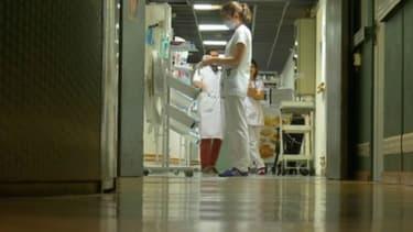 Un couloir d'hôpital - Image d'illustration - BFMTV -