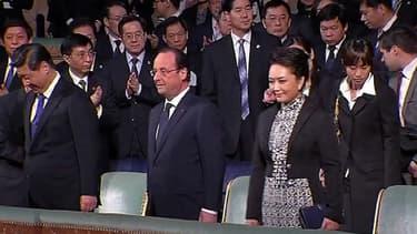 Le président français et le couple présidentiel chinois, jeudi soir à l'Opéra royal du château de Versailles.