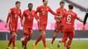 Les joueurs du Bayern Munich sous la pluie à l'Allianz Arena