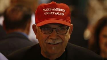 Un participant à une soirée électorale d'un représentant républicain, le 6 novembre 2018, à Modesto en Californie