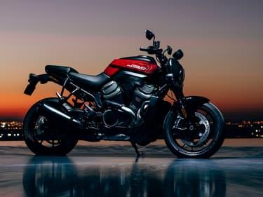 Le groupe Harley Davidson, basé à Milwaukee, dans l'État du Wisconsin, compte actuellement environ .000 salariés.
