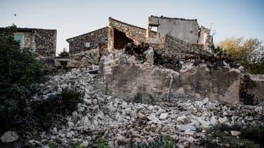 Une maison détruite par le tremblement de terre du lundi 11 novembre, au Teil, en Ardèche