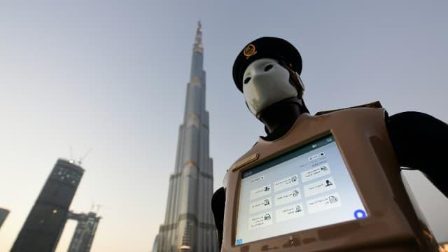 Le premier robot policier, dévoilé à Dubaï, est bien heureusement dépourvu d'arme.
