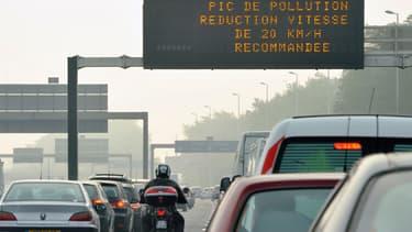 Ces derniers jours, la vitesse a été réduite sur le périphérique parisien pour limiter la pollution favoriser par le beau temps.