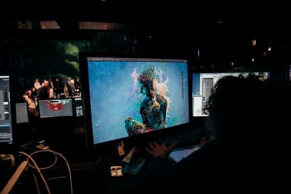 La motion capture est utilisée comme au cinéma mais en temps réel.