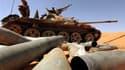Combattants du CNT à une centaine de kilomètres à l'est de Syrte. Le conseil intérimaire au pouvoir en Libye affirmait samedi se rapprocher des bastions encore acquis à Mouammar Kadhafi -ses combattants encerclant Bani Walid et Syrte, la ville natale du d