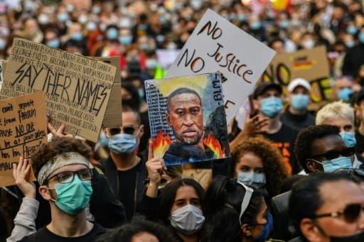 Des dizaines de milliers de personnes ont manifesté le 6 juin 2020 à Sydney, en Australie, en hommage au noir américain George Floyd, tué par un policier