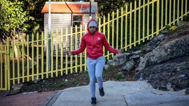 Un enfant joue à la corde à sauter à Johannesburg, en Afrique du Sud, en avril 2020. (PHOTO D'ILLUSTRATION)