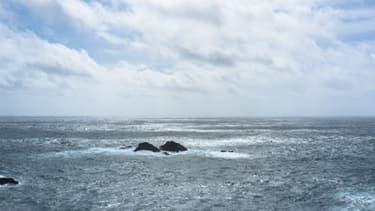 Le skipper d'un voilier participant à une course en solitaire au large de la Bretagne a été retrouvé mort jeudi au large de Belle-Ile dans le Morbihan.