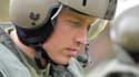 Fort de son expérience dans l'armée, le prince William deviendra pilote d'hélicoptère-ambulance.
