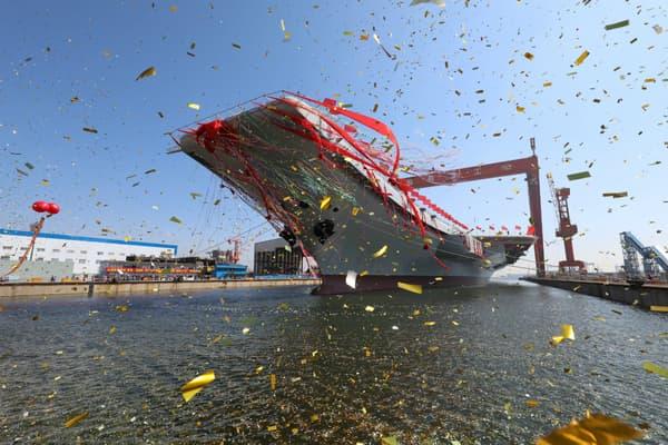 """Inauguré en grande pompe, le premier porte-avions """"made in China"""" entrera en fonction en 2020."""