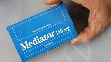 Les pressions qu'aurait exercées Servier pour qu'un rapport du Sénat sur le Mediator soit modifié en sa faveur relancent la saga autour d'un médicament responsable de la mort de nombreuses personnes. /Photo d'archives/ REUTERS/Pascal Rossignol