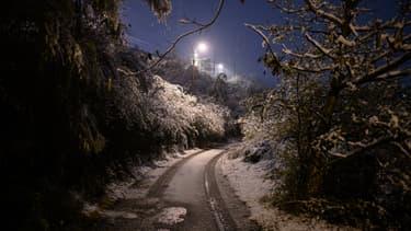 Il est tombé plusieurs centimètres de neige à Givors, près de Lyon
