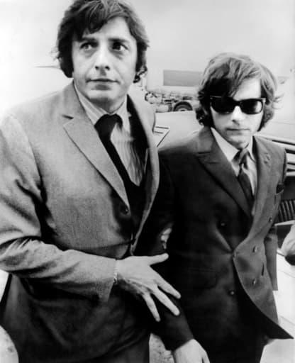 Le cinéaste Roman Polanski (d), le 10 août 1969 à Londres, après le meurtre de sa femme Sharon Tate par Charles Manson