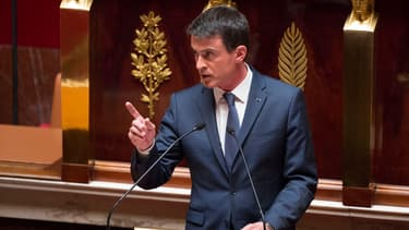 Manuel Valls s'exprime à la tribune de l'Assemblée nationale, le 12 mai 2015.