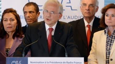 Les membres du CSA (avec au centre le président Olivier Schrameck) annonçant la nomination de Mathieu Gallet