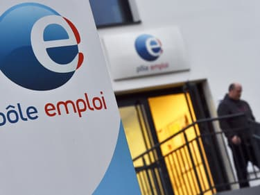 Pôle emploi compte environ 50.000 agents pour 6,6 millions de demandeurs d'emploi inscrits.