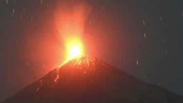 Le volcan Fugeo, au Guatemala, en éruption le 14 février 2021.