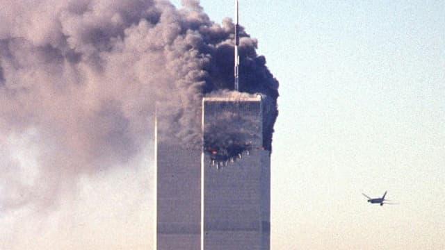 Le vol United Airlines 175 s'approchant de la tour sud du World Trade Center à New York le 11 septembre 2001