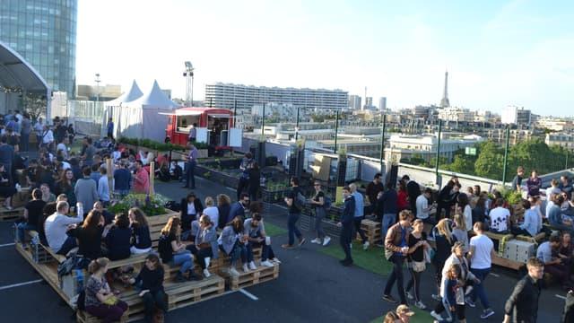 Le Jardin Suspendu dans le 15e est pour l'été le plus grand rooftop de Paris.