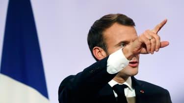 """Le président Emmanuel Macron a annoncé une réponse """"intraitable"""" aux violences qui ont éclaté sur l'île de la Réunion."""