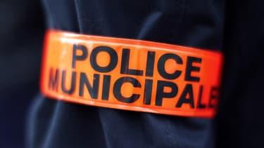 Un couple de plaisanciers avait avisé les policiers municipaux de plusieurs détonations provenant d'un voilier amarré au port.