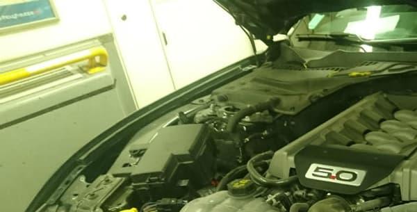 Sous le capot de la Mustang GT, le charmant V8 atmosphérique de la bête développe 5 litres de cylindrée pour une puissance de 421 chevaux. Tout le couple est lui placé sur les roues arrière.