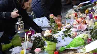 Les Parisiens rendent hommage aux victimes des attaques du 13 novembre.