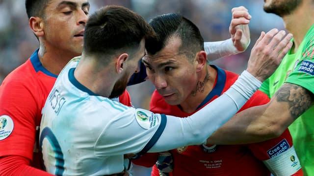 L'accrochage entre Messi et Medel